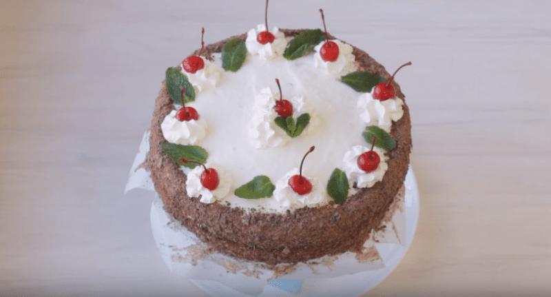 Очень вкусный бисквитный торт со сметанным кремом готов