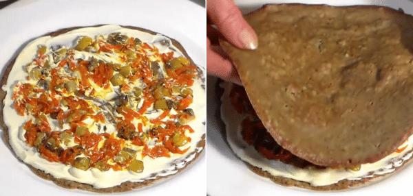 положить немного овощно – грибной начинки, распределить по поверхности печеночного блина