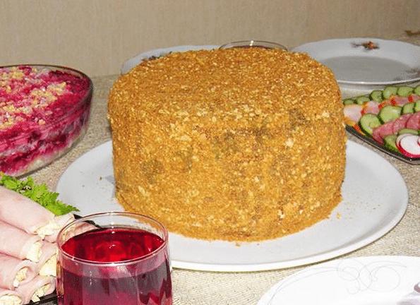 медовый торт с заварным кремом и шоколадной глазурью