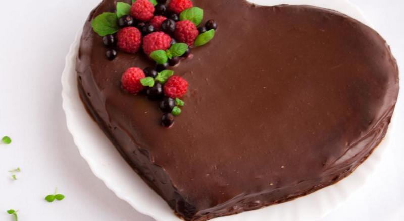 Шоколадно-малиновый торт «Сердечко»