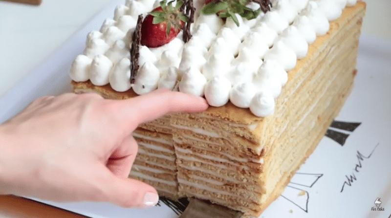 Голый торт «Медовик» с нежным сметанным кремом