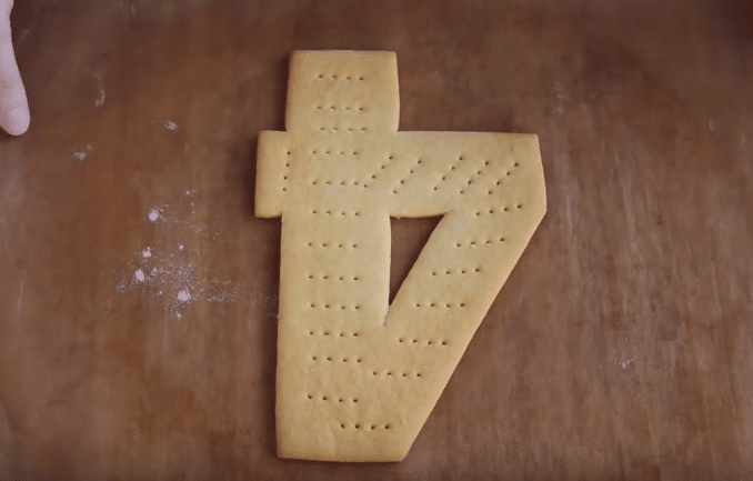 Торт в виде цифры 1 для девочки