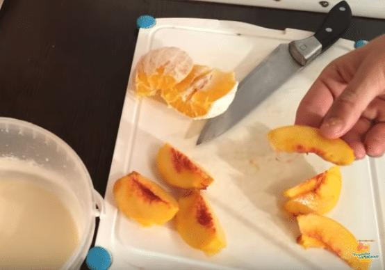 Торт в виде фрукта