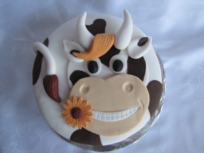 Торт в виде головы быка